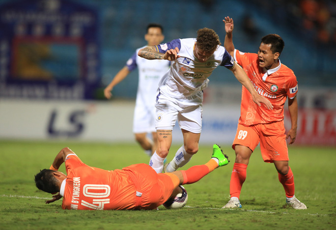 Hà Nội FC thất bại trước T.Bình Định ngay trên sân nhà Hàng Đẫy - Ảnh 2.