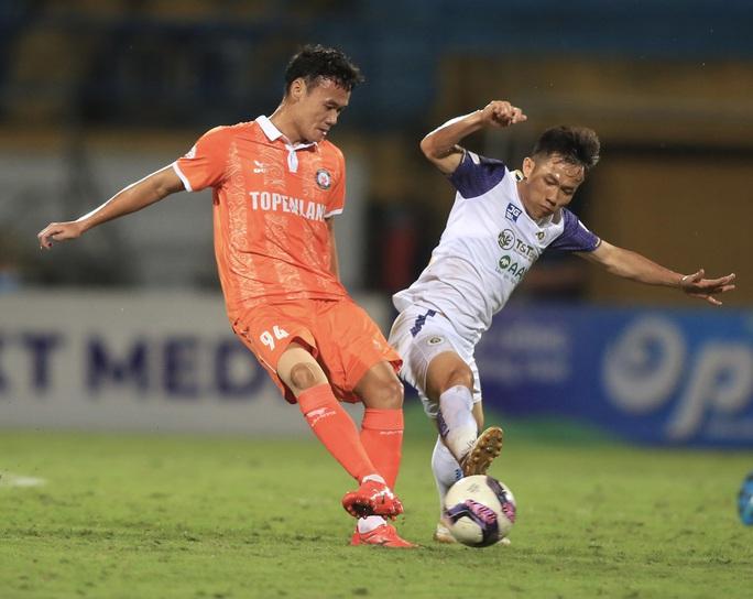 Hà Nội FC thất bại trước T.Bình Định ngay trên sân nhà Hàng Đẫy - Ảnh 6.