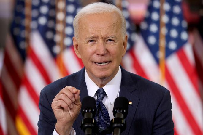 Covid-19: Tổng thống Biden nới lỏng quy định đeo khẩu trang ở Mỹ - Ảnh 1.