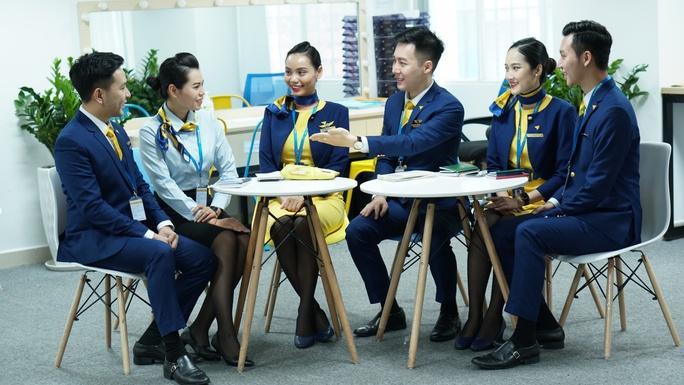Hướng dẫn viên trên tàu bay - Trải nghiệm tiên phong mới của Vietravel Airlines - Ảnh 1.