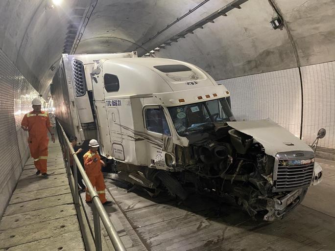 Tài xế gây tai nạn trong hầm Hải Vân 2: Rất may xe di chuyển trong đường hầm 1 chiều - Ảnh 1.