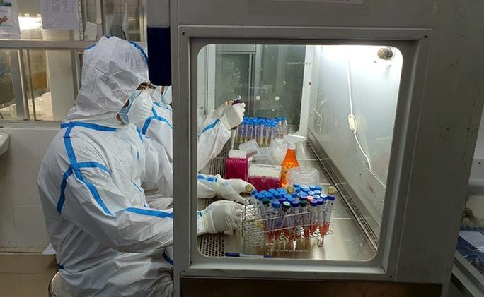Cách ly một người ở Hà Nội có tiếp xúc gần ca dương tính SARS-CoV-2 tại Hà Nam - Ảnh 1.