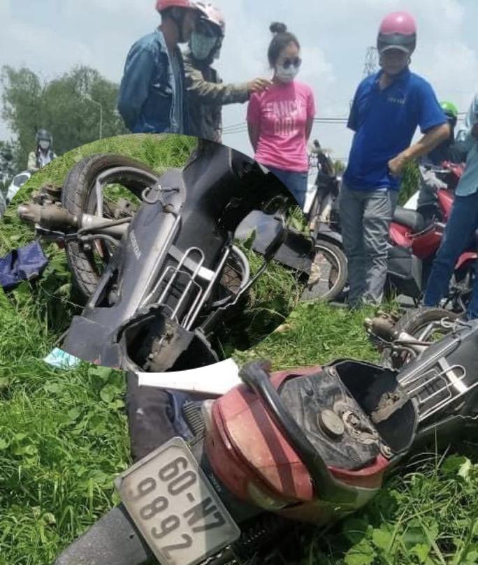 Kinh hãi xe máy tông vào cột điện, người văng ra tử vong - Ảnh 1.