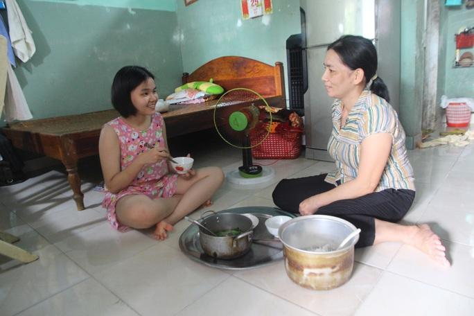 Cô học trò trường chuyên Nguyễn Bỉnh Khiêm ở Quảng Nam cần giúp đỡ - Ảnh 2.