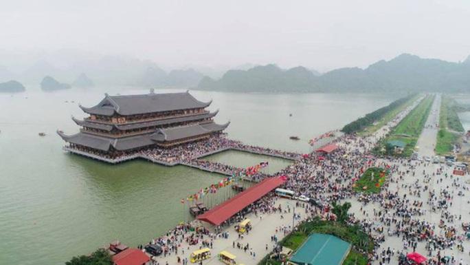 Có 5 người dương tính SARS-CoV-2, Hà Nam đóng cửa ngôi chùa lớn nhất thế giới - Ảnh 1.