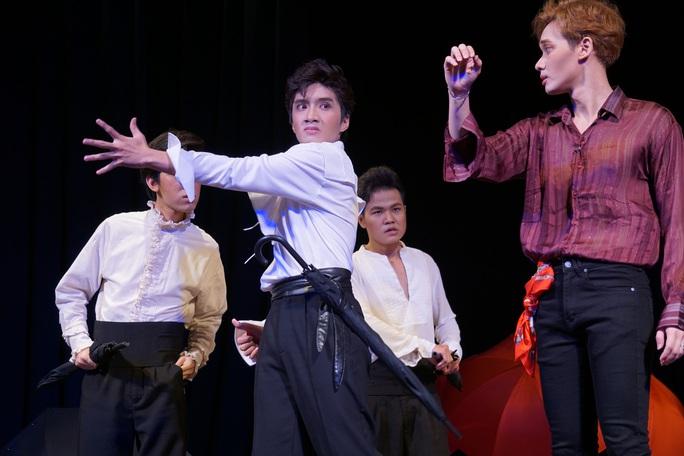 Romeo và Juliet cuốn hút khán giả, khiến Việt Anh, Hồng Vân hạnh phúc - Ảnh 7.