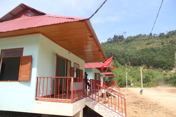 Người dân vùng sạt lở Trà Leng hân hoan về nhà mới - Ảnh 4.