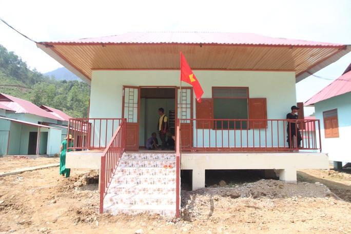 Người dân vùng sạt lở Trà Leng hân hoan về nhà mới - Ảnh 5.