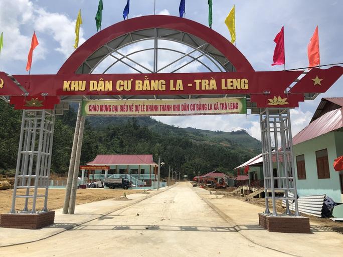 Người dân vùng sạt lở Trà Leng hân hoan về nhà mới - Ảnh 3.