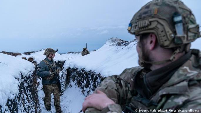 Biên giới Ukraine lại nóng như lò lửa - Ảnh 1.