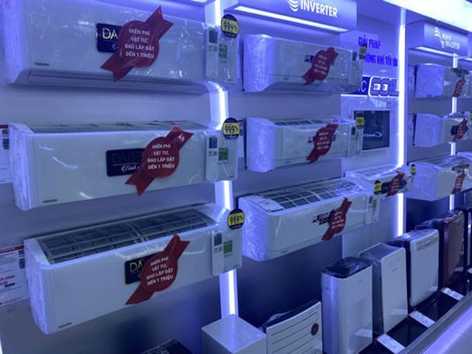 Máy lạnh giá ngất ngưởng vẫn có người mua - Ảnh 1.