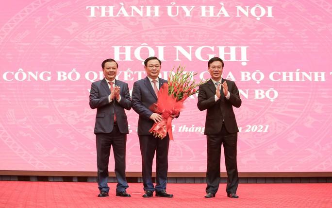 Công bố quyết định của Bộ Chính trị phân công ông Đinh Tiến Dũng làm Bí thư Thành ủy Hà Nội - Ảnh 8.