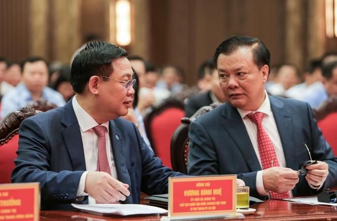 Công bố quyết định của Bộ Chính trị phân công ông Đinh Tiến Dũng làm Bí thư Thành ủy Hà Nội - Ảnh 9.
