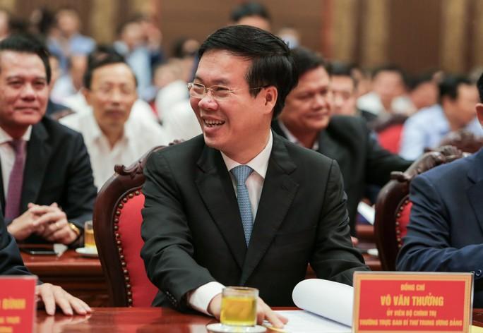 Công bố quyết định của Bộ Chính trị phân công ông Đinh Tiến Dũng làm Bí thư Thành ủy Hà Nội - Ảnh 11.