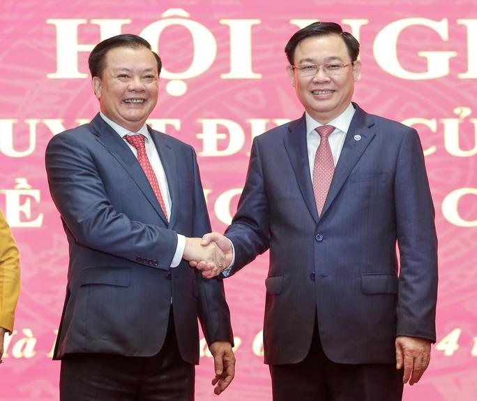 Công bố quyết định của Bộ Chính trị phân công ông Đinh Tiến Dũng làm Bí thư Thành ủy Hà Nội - Ảnh 13.