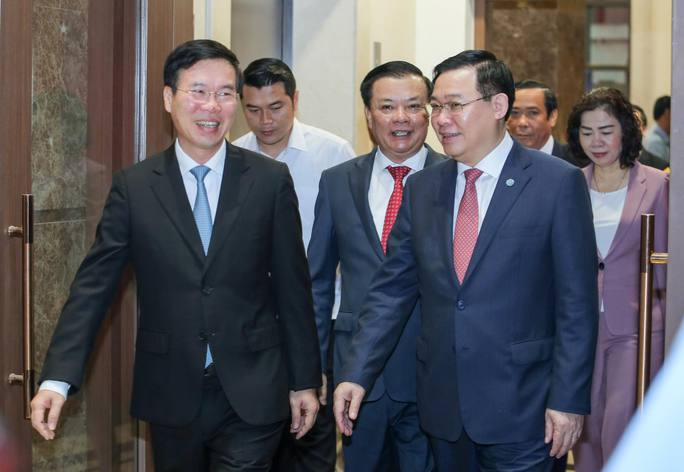 Công bố quyết định của Bộ Chính trị phân công ông Đinh Tiến Dũng làm Bí thư Thành ủy Hà Nội - Ảnh 4.