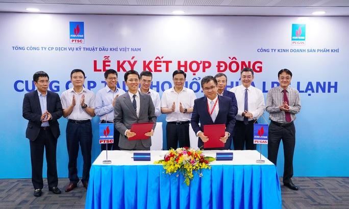 PV GAS, PTSC ký hợp đồng cung cấp tàu kho nổi chứa LPG lạnh - Ảnh 1.
