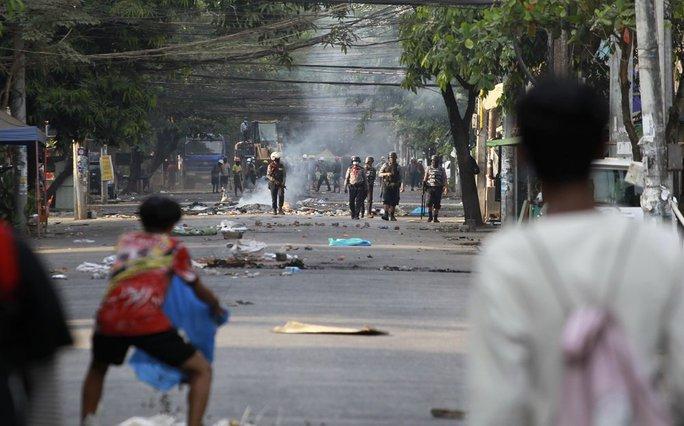 Myanmar: Thêm người biểu tình thiệt mạng - Ảnh 1.