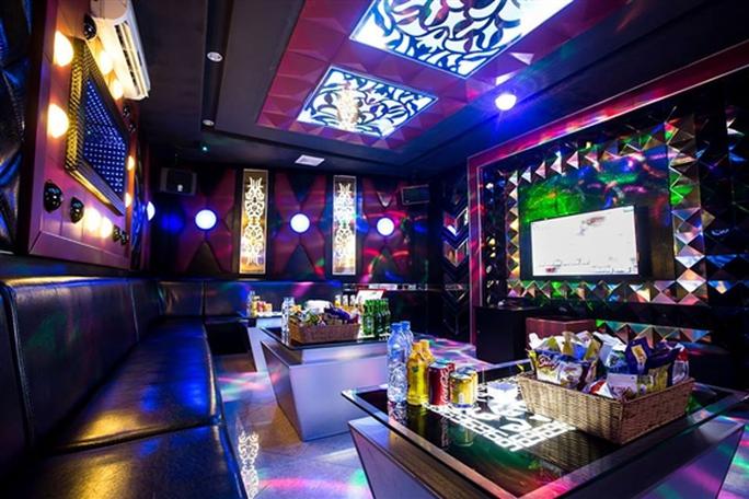 Hà Nội đóng cửa bar, karaoke từ 0 giờ ngày 30-4 - Ảnh 1.