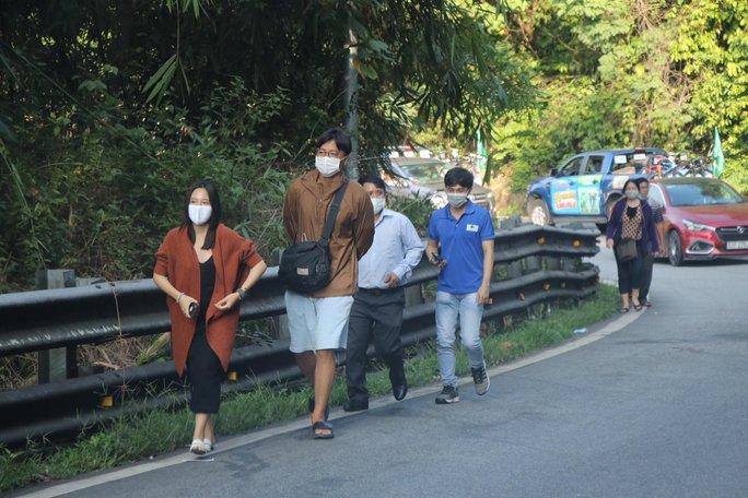 Đoàn đua xe đạp Cúp truyền hình TP HCM mắc kẹt trên đèo Bảo Lộc - Ảnh 4.