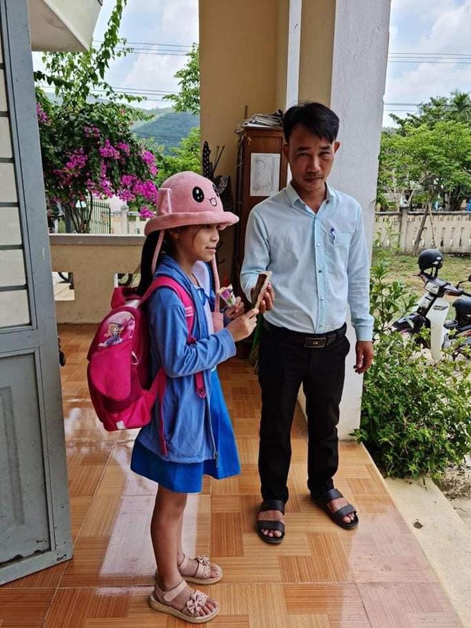 Nhặt được 20 triệu đồng, HS lớp 2 ở Quảng Nam có hành động bất ngờ - Ảnh 1.