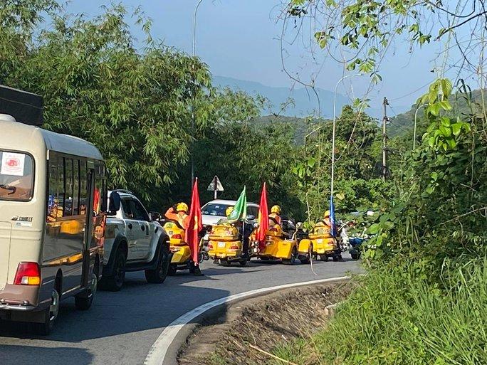 Đoàn đua xe đạp Cúp truyền hình TP HCM mắc kẹt trên đèo Bảo Lộc - Ảnh 9.