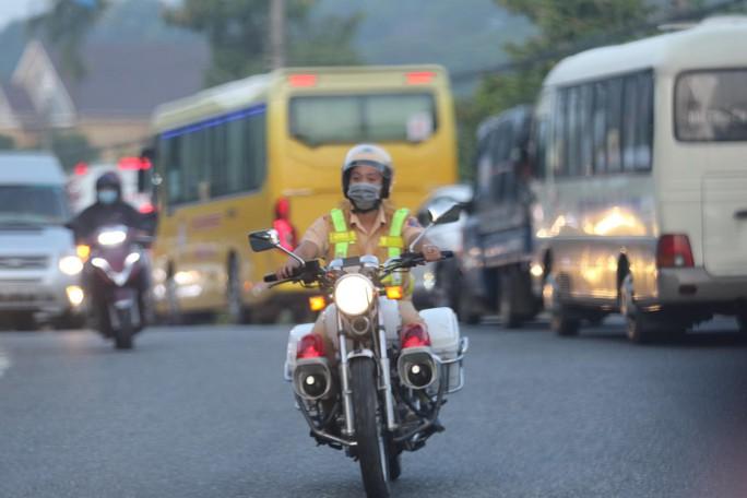Đoàn đua xe đạp Cúp truyền hình TP HCM mắc kẹt trên đèo Bảo Lộc - Ảnh 6.