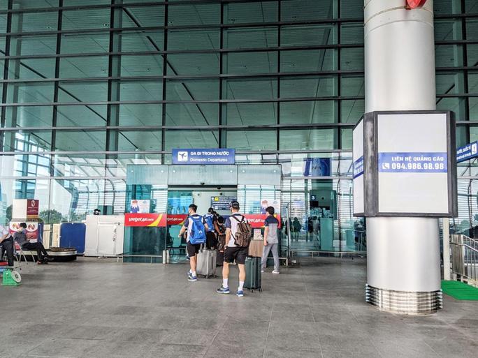 4 người Hải Phòng đi cùng chuyến bay với BN Hà Nam có kết quả âm tính lần 1 - Ảnh 1.