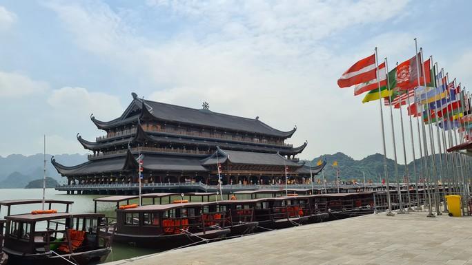 Tam Chúc - ngôi chùa lớn nhất thế giới - bình yên đến lạ ngày lễ 30-4 - Ảnh 2.