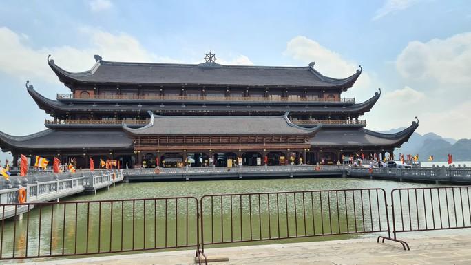 Tam Chúc - ngôi chùa lớn nhất thế giới - bình yên đến lạ ngày lễ 30-4 - Ảnh 3.
