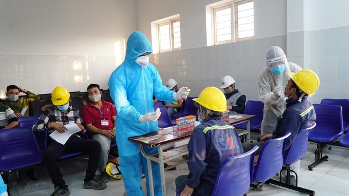 Cách ly 4 trường hợp liên quan đến ca bệnh 2899 ở Hà Nam - Ảnh 1.