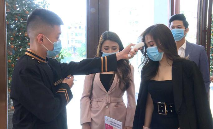 Quảng Ninh: Tạm dừng hoạt động karaoke, massage, vũ trường, bar, dịch vụ internet, trò chơi điện tử… - Ảnh 1.