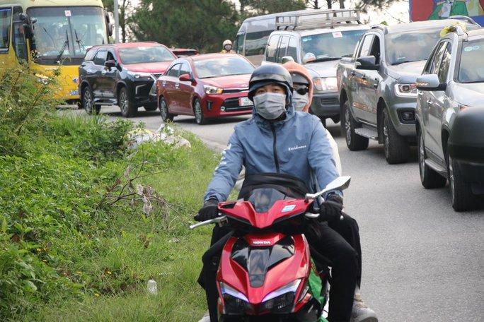 Đoàn đua xe đạp Cúp truyền hình TP HCM mắc kẹt trên đèo Bảo Lộc - Ảnh 7.