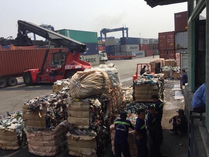 Tái xuất 419 container hàng tồn phế liệu - Ảnh 1.