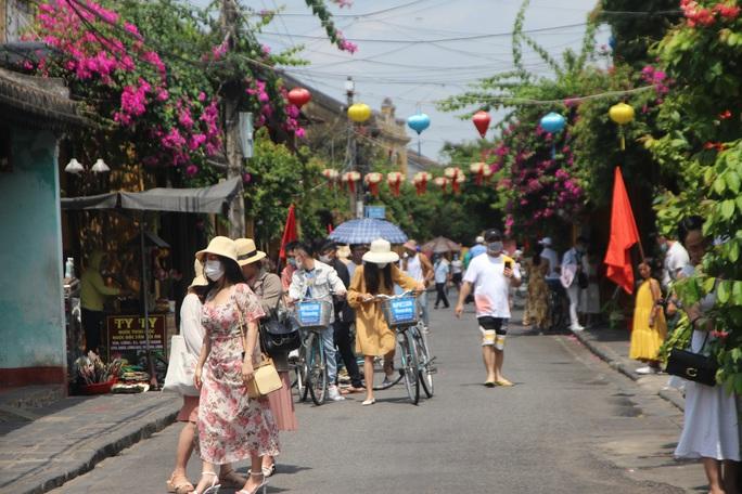 Ca nghi nhiễm Covid-19 tại Quảng Nam đang mang thai, đi nhiều nơi - Ảnh 1.