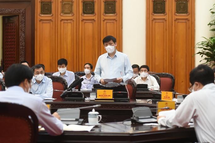 Thủ tướng Phạm Minh Chính chủ trì họp khẩn về phòng chống Covid-19 - Ảnh 2.