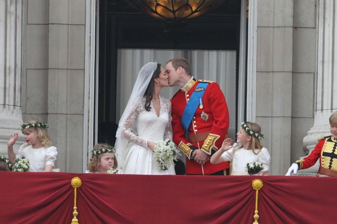 10 năm hôn nhân ngọt ngào của Hoàng tử William và Công nương Kate - Ảnh 4.