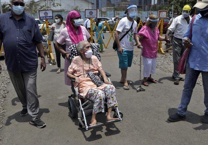 Ấn Độ ghi nhận thêm gần 390.000 ca nhiễm, nhiều bang hết vắc-xin - Ảnh 3.