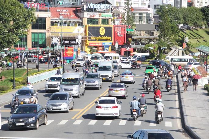 Mất 20 giờ chưa tới Đà Lạt do kẹt xe kinh hoàng ở đèo Bảo Lộc, Quốc lộ 20 - Ảnh 6.
