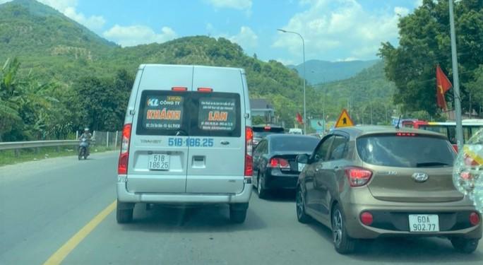 Mất 20 giờ chưa tới Đà Lạt do kẹt xe kinh hoàng ở đèo Bảo Lộc, Quốc lộ 20 - Ảnh 1.