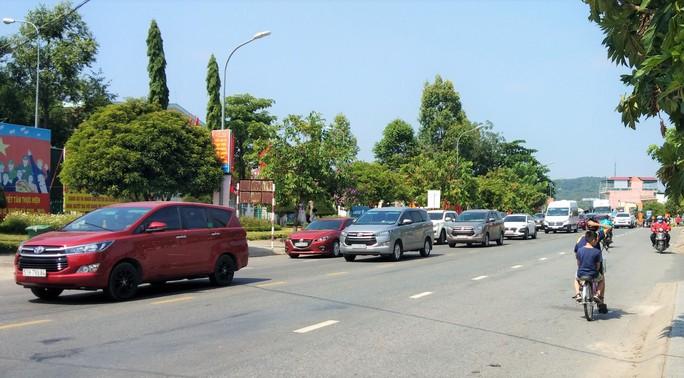 Mất 20 giờ chưa tới Đà Lạt do kẹt xe kinh hoàng ở đèo Bảo Lộc, Quốc lộ 20 - Ảnh 4.