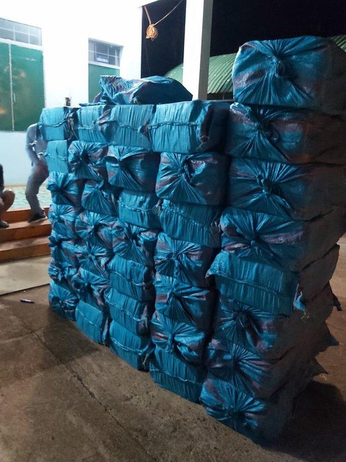 Bắt tạm giam 3 đối tượng vận chuyển hơn 18.000 bao thuốc lá lậu - Ảnh 3.
