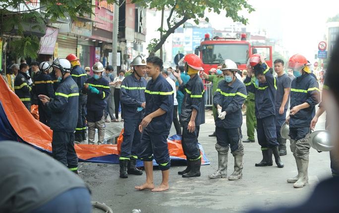 Vụ cháy 4 người tử vong: Người mẹ khóc lịm khi mất cả gia đình con trai - Ảnh 6.