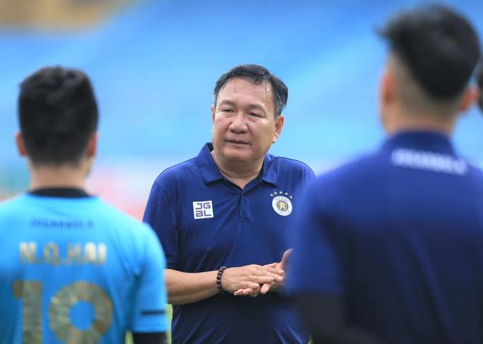 """HLV Hoàng Văn Phúc nói gì trong ngày đầu ngồi """"ghế nóng"""" dẫn dắt Hà Nội FC? - Ảnh 2."""