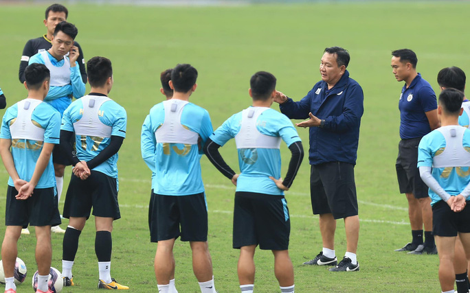 """HLV Hoàng Văn Phúc nói gì trong ngày đầu ngồi """"ghế nóng"""" dẫn dắt Hà Nội FC? - Ảnh 3."""
