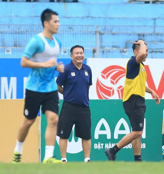 """HLV Hoàng Văn Phúc nói gì trong ngày đầu ngồi """"ghế nóng"""" dẫn dắt Hà Nội FC? - Ảnh 5."""