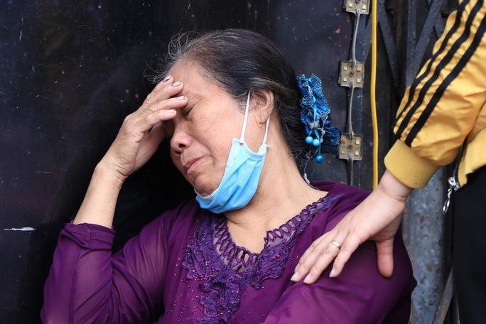 Vụ cháy 4 người tử vong: Người mẹ khóc lịm khi mất cả gia đình con trai - Ảnh 2.