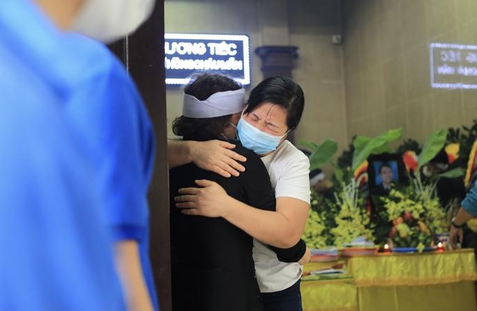 CLIP: Xót xa tang lễ 4 người tử vong trong vụ cháy nhà - Ảnh 3.