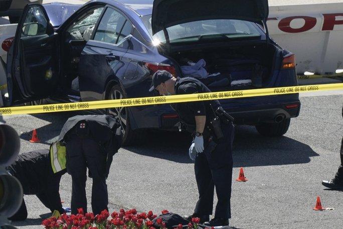 Tiết lộ sức khỏe tâm thần của nghi phạm lao xe, đâm dao ở Điện Capitol - Ảnh 2.