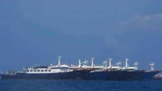 Bộ trưởng Quốc phòng Philippines tố dân quân biển Trung Quốc  - Ảnh 1.